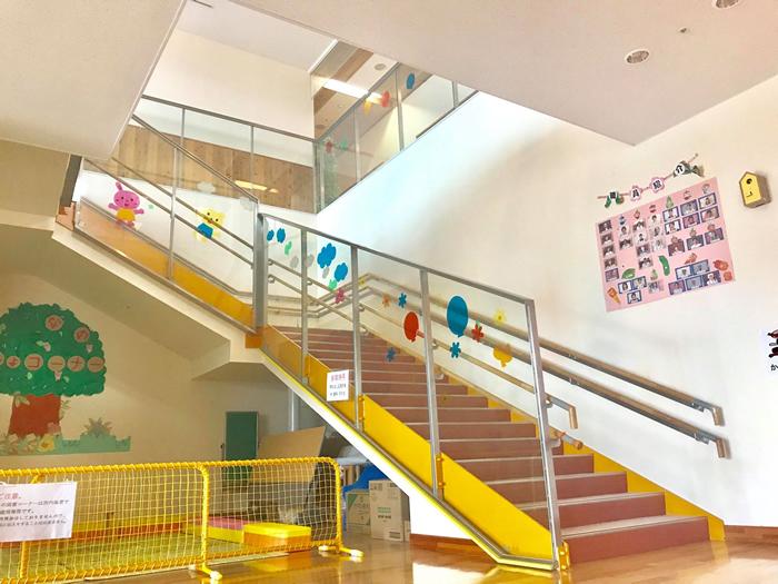 保育所階段下の画像